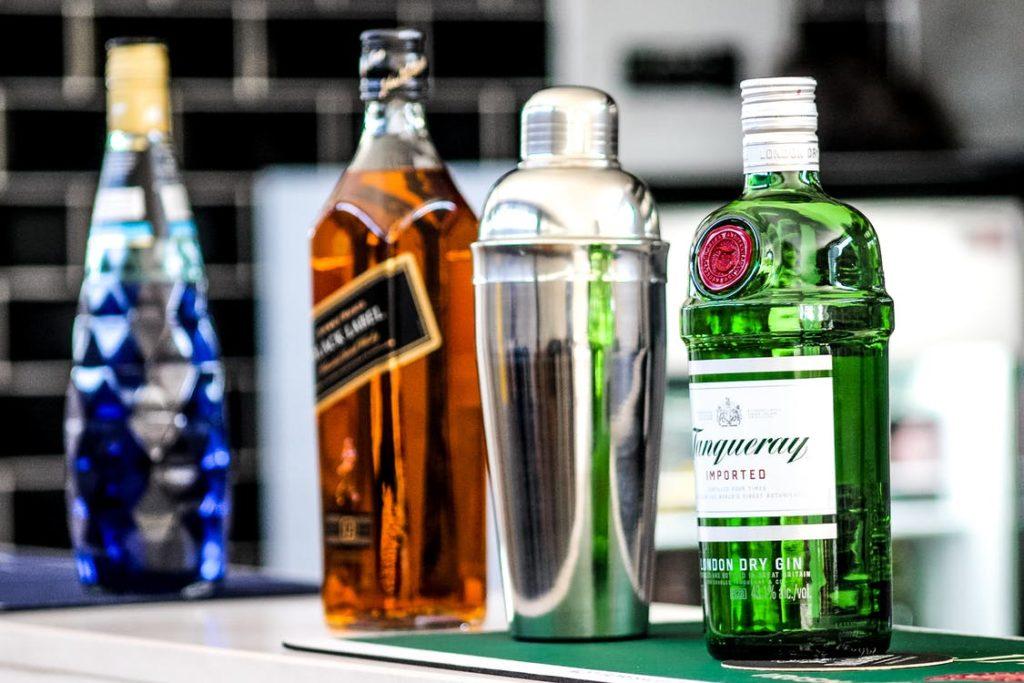 alcohol flessen naast elkaar